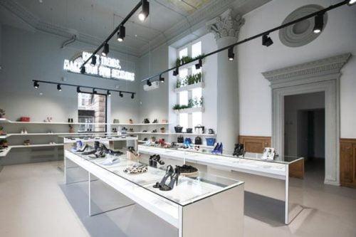 Đèn led rọi ray trượt - vị cứu tinh của những cửa hàng thời trang