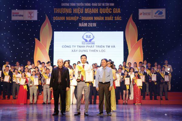 tlc-lighting-duoc-vinh-danh-top-10-thuong-hieu-manh-quoc-gia