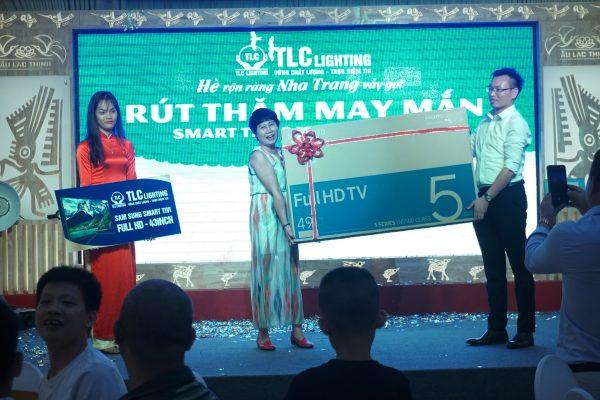 Nhà Phân phối may mắn nhất với chiếc Samsung Smart TV