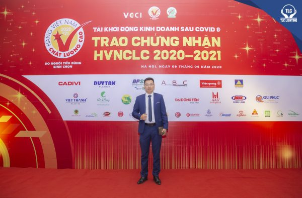 Ông Trần Mạnh Tuấn - GĐ Cty CP Đèn chiếu sáng Thiên Lộc tại lễ trao chứng nhận Hàng Việt Nam Chất Lượng Cao 2020